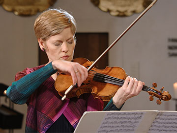 Isabelle Faust plays Bach at St. Thomas Church Leipzig